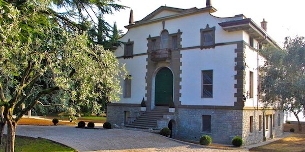 lg13-garda-lake-salo-villa-with-park-directly-on-the-lake